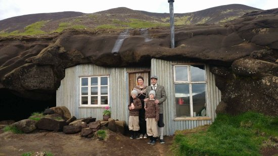 Laugarvatn, Islanda: The Cave People