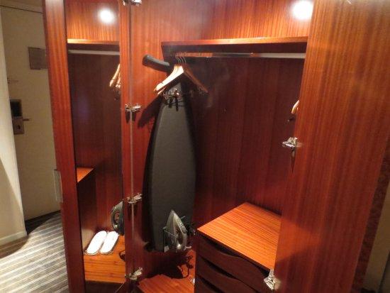 Genial Hyatt Regency Paris Charles De Gaulle: Closet, Mirror, Ironing Board, Iron