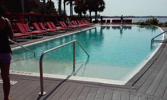 Порт-Сент-Люси, Флорида: Adult infinity pool area