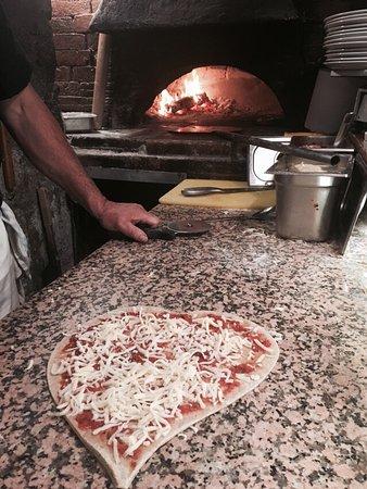 Cote Patio : Un cadre magnifique, des pizzas à tomber par terre. Ça fait 11 ans que je viens, j'ai grandi ave