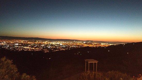Mount Hamilton, Kalifornien: post sunset & city lights.