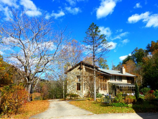 Old Fort, Северная Каролина: November day at the Inn on Mill Creek Bed & Breakfast