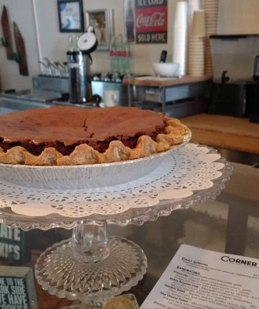 Clifton, TX: Cookies and muffins are great but the PIES - Oh My!!!