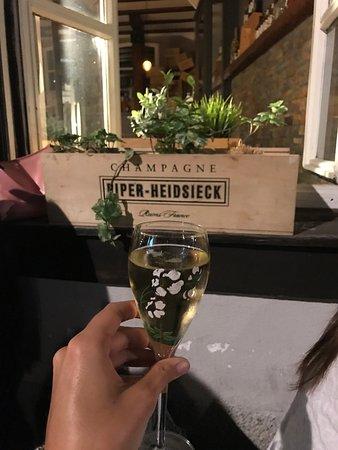 restaurant le xx bar vins dans strasbourg avec cuisine autres cuisines. Black Bedroom Furniture Sets. Home Design Ideas