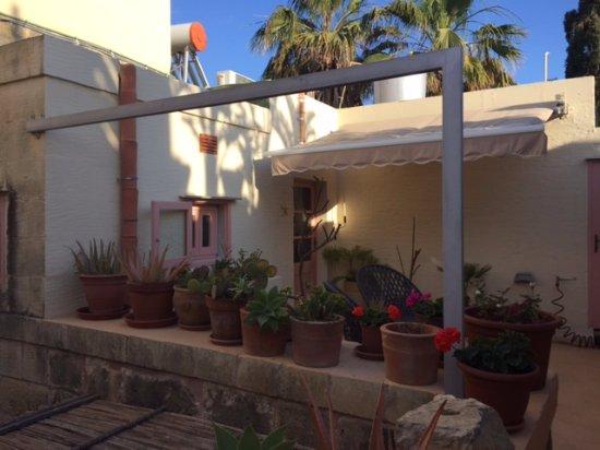 Munxar, Malta: Front patio for Palm Room
