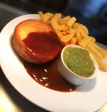Hollands Meat And Potato Pie With Peas And Gravy Picture