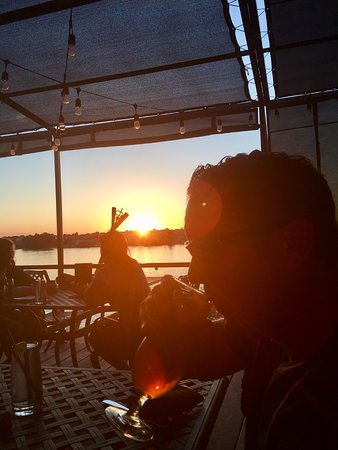 Moses Lake, WA: Dinner at sunset on the patio!