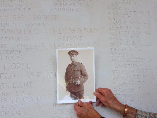 Faubourg-d'Amiens Cemetery. Arthur Richard Lathbury, Northants Yeomanry