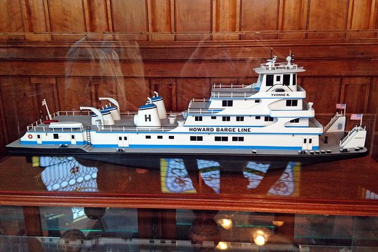 Jeffersonville, IN: Some modern day towboat models are also on display