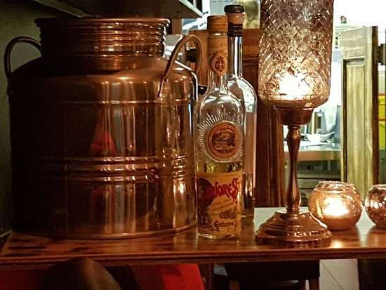 Italian Diva: Candles add a warm glow to the restaurants lighting