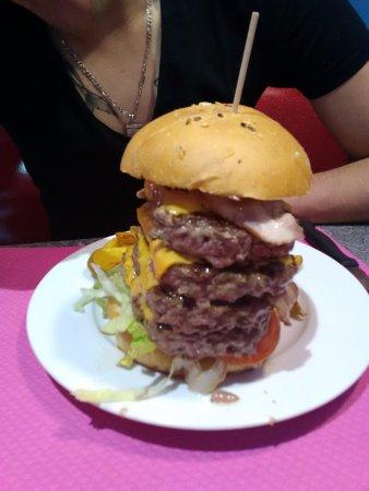 Rouffiac-des-Corbières, France : Burger bacon 4 steacks