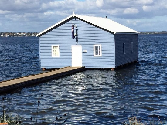 Swan River: It is a relatively small house but the picture is breathtaking