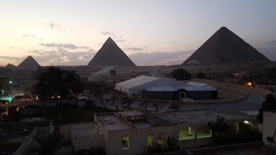 Cheops-Pyramide: Sunset over the pyramids