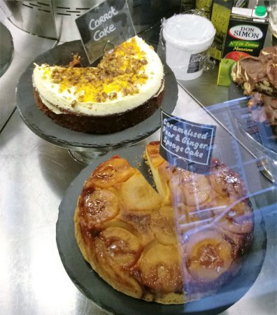 Drogheda, Irlanda: More tasty looking cakes, made by Relish