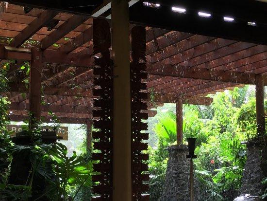 The Rarotongan Beach Resort & Spa: Front entrance