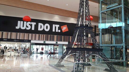 Shopping por dentro photo de gran jonquera outlet shopping la jonquera tripadvisor - Centro comercial la jonquera ...