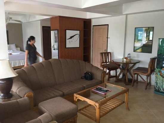 Summer Breeze Hotel: Penthouse Has A Living Area With Comfortable Furniture