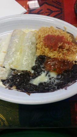 Fuquay-Varina, Северная Каролина: Shredded beef enchiladas, no red sauce, cheese on top, rice and black beans with salsa