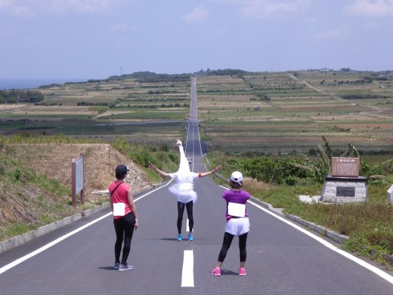 Oshima-gun Kikai-cho, Japan: 直線道路で記念撮影!