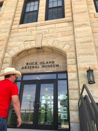 Rock Island, IL: enterence