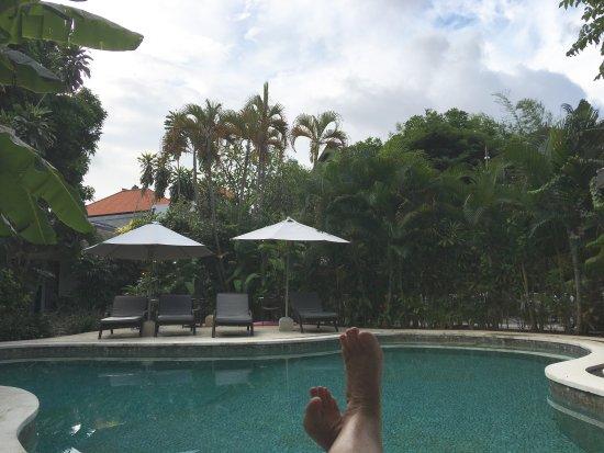 Bali Hotel Pearl: Relaxing pool area