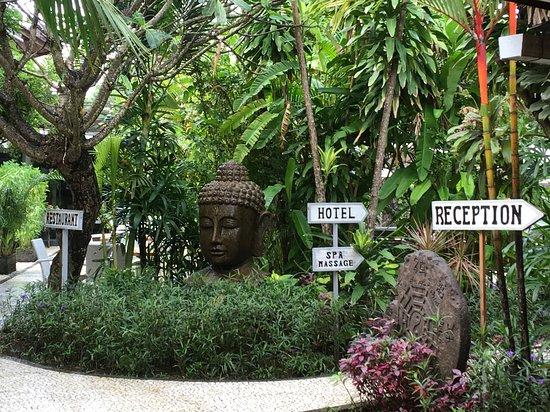 Bali Hotel Pearl : Welcoming entrance