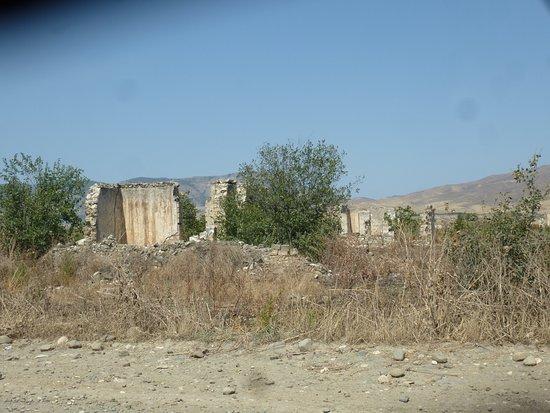 Nagorny Karabakh, Aserbaidschan: Ruins everywhere