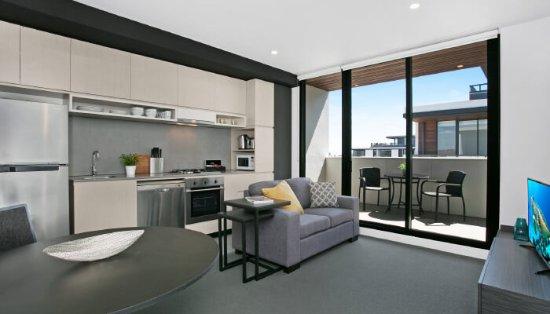Clayton, Australia: 1 Bedroom Apartment