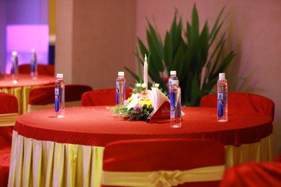 Diana Heights Luxury Hotel: runway 1 banquete