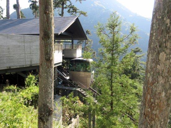 Mt. Minobu Kuonji Temple : 斜行エレベーター。帰路はこれに乗って西谷へ行きました。