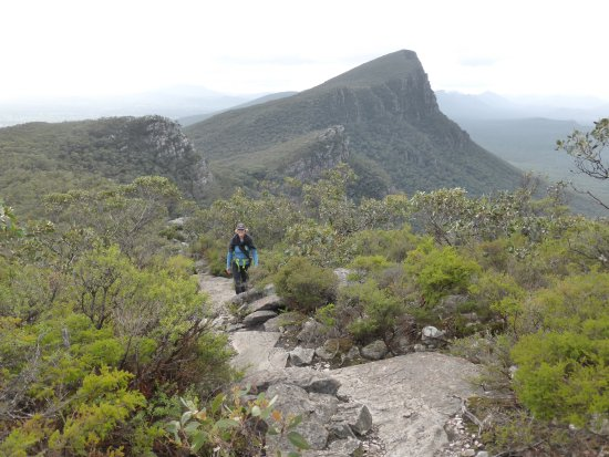 Dunkeld, Australië: along the path to Mt Abrupt, even here good views
