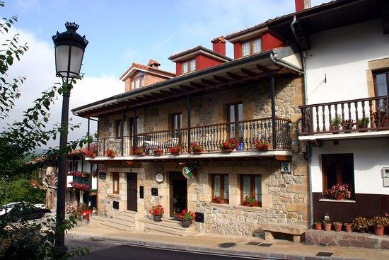 Posada de Villacarriedo: Prachtige gevel van het hotel.