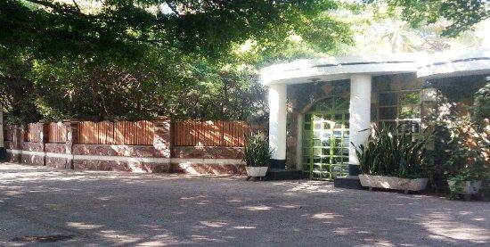 Bermuda Garden Hotel: Entrance to lounge