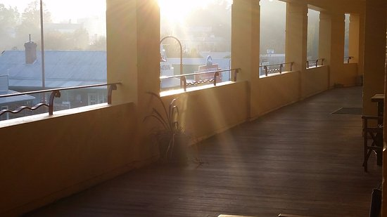 Omeo, Australia: Golden Age Hotel balcony