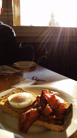 Omeo, Australia: Golden Age Hotel breakfast!