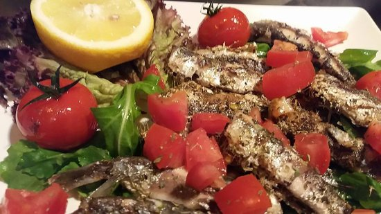 Απέναντι από το Ωδείο: fresh fish with tomatoes