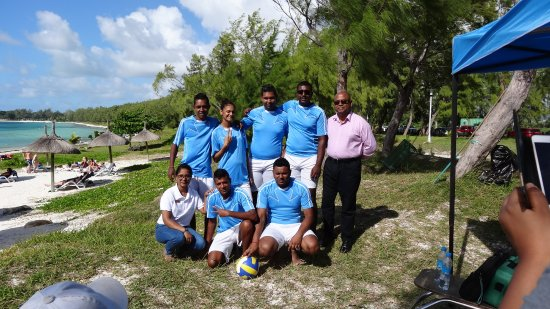 Emeraude Beach Attitude: L'équipe beach volley... qui a gagné??