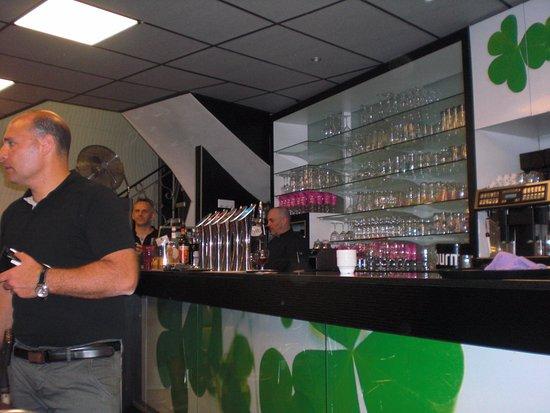Bearn, Francia: To jest bar i mila obsluga w barze Pozdrawiam