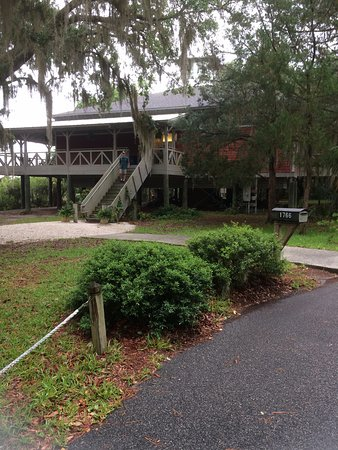 Darien, GA: Side view of the visitor's center