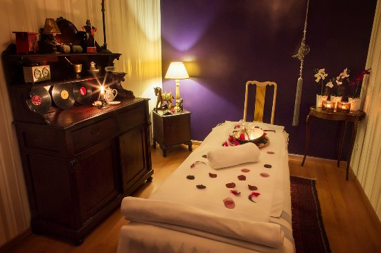 Voula, Grèce : SPA RETREAT. Pampering at Chakras Core Therapy spa has never been more exclusive.