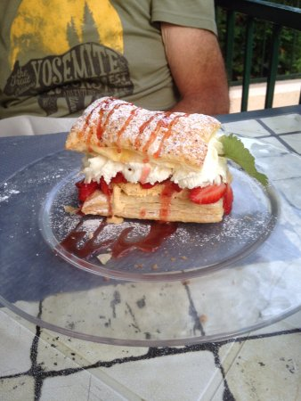 Campsegret, France: Freshly made Mille Feuille with local Gariguette Strawberries
