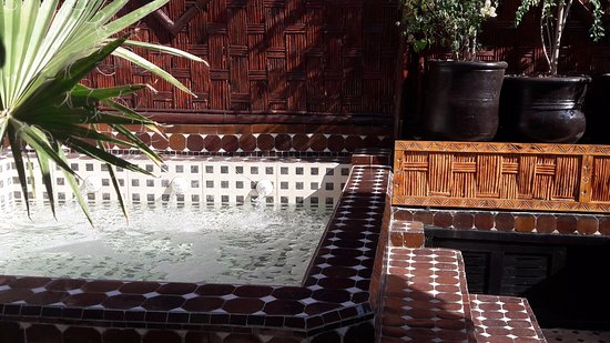 "‪رياض دار النجاة: "" Top Value Riad in Marrakech "" Hot Tube jacuzzi on the roof terrace.‬"