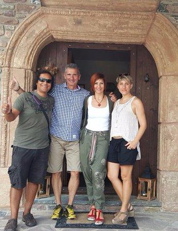 El Acebo de Casa Muria: Jenny y Jose(centro imagen), mi querido marido Marcelo y yo. Fotón para el recuerdo!!!!