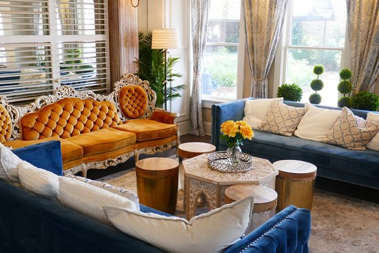 The Riverview Hotel: Beautiful parlour area
