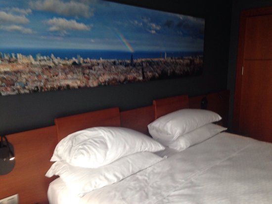 Four Points by Sheraton Barcelona Diagonal: Bedroom furnishing