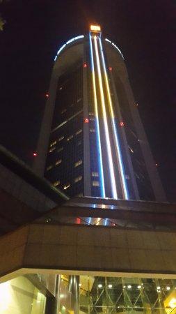 Jin Jiang Tower Hotel: Vista exterior del hotel
