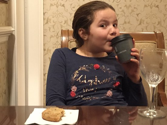 The Ritz-Carlton, Tysons Corner: Enjoying cookies and hot chocolate in the club level