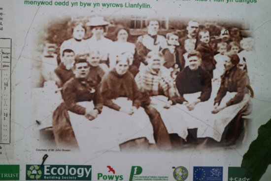 Llanfyllin, UK: Old tea party photo in yard
