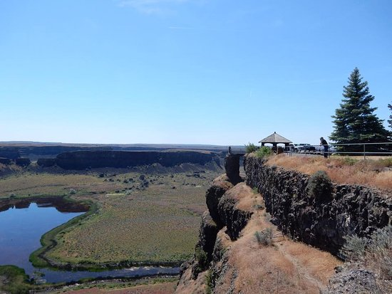 Coulee City, WA: View of Gazebo and small railed overlook.
