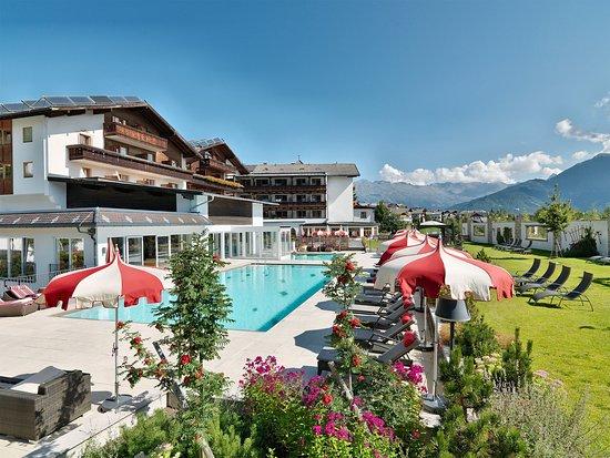 Weitläufige Gartenanlage im Hotel Fisserhof